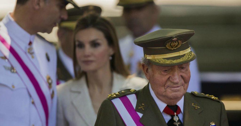 """Juan Carlos è già fuggito dalla Spagna. Iglesias: """"Atto indegno"""". E i soggetti su Twitter vogliono la Repubblica"""