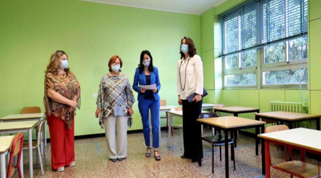 Coronavirus, dai banchi alle maschere: così torneremo a scuola